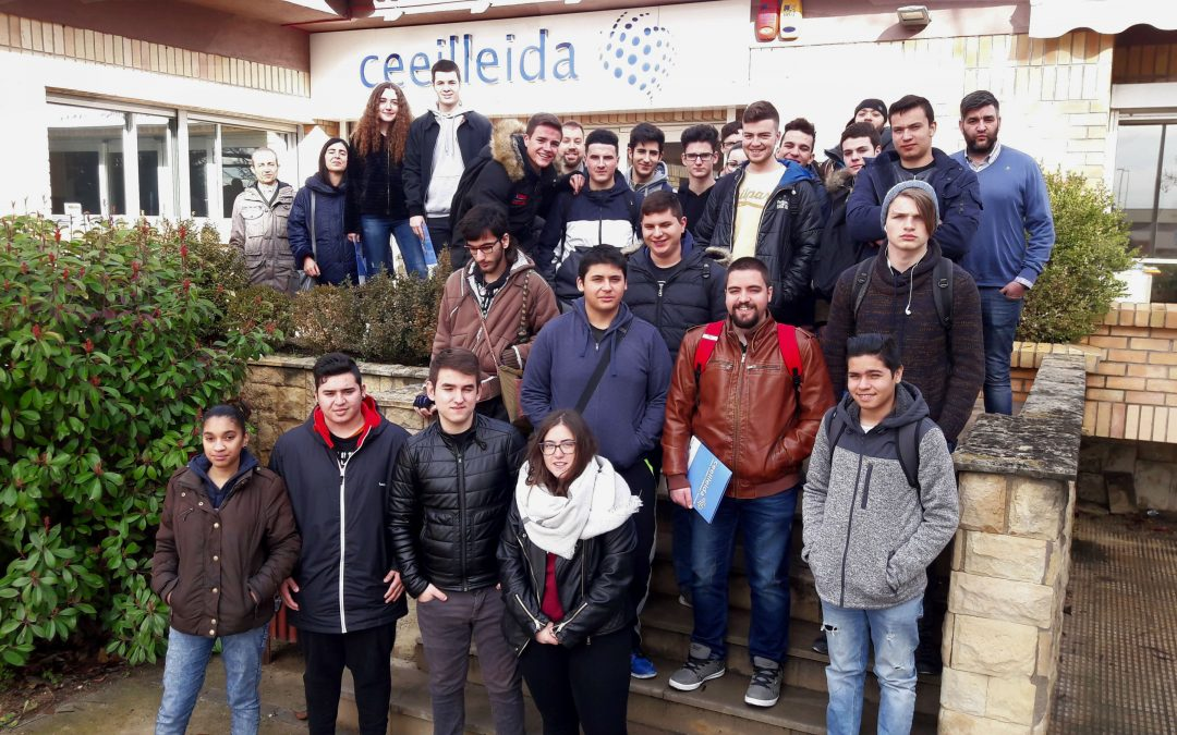 Estudiants d'Impressió Digital i Instal·lacions de Telecomunicacions de l'Institut Caparrella visiten el CEEILleida